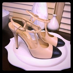 Chanel classic heel beige with black cap toe